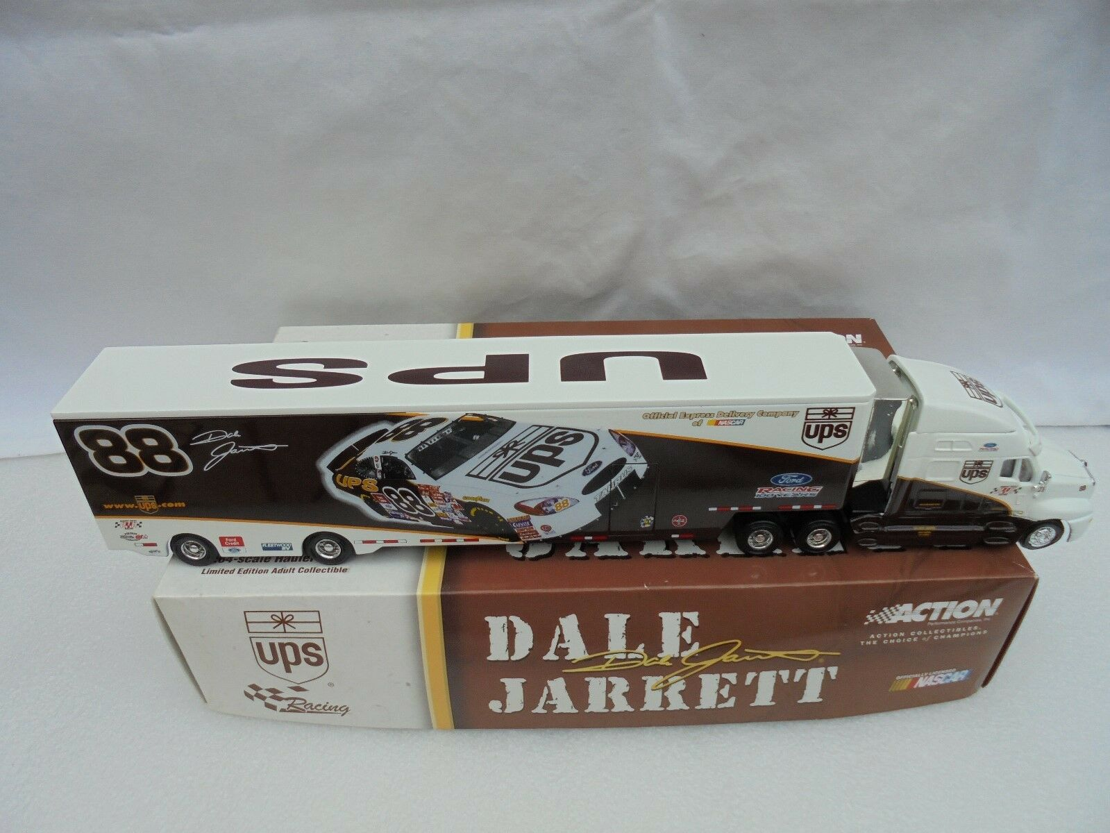Dale Jarrett  88 UPS 2001 Hauler Action NASCAR Diecast Collectible échelle 1 64th