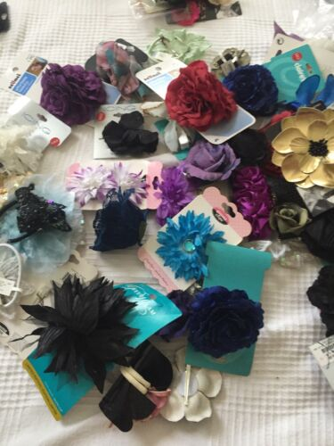 LOT OF 25 NAME BRAND ACCESSORIES WITH BOWS