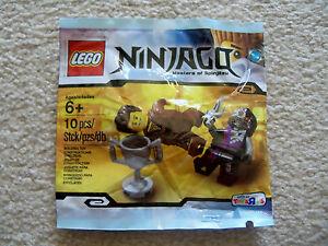 LEGO-Ninjago-Rare-Ninjago-Dareth-vs-Nindroid-5002144-New-amp-Sealed