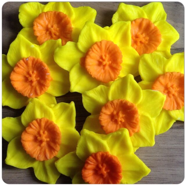 6 EDIBLE FLOWERS DAFFODILS  Yellow Sugar Spring Cake Cupcake Toppers Decorations