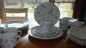 Floral-Dinnerware-Set-service-for-5-Phlox-by-Totally-Today-rimmed-Gold-EUC-26pcs