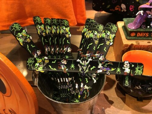 Disney Parks Vampire Mickey /& Friends Halloween 2019 One 1 Slap Bracelet GITD