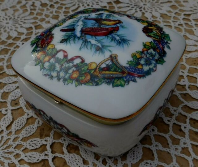 Vintage Music Box Heritage House Melodies of Christmas Porcelain Japan 1990s