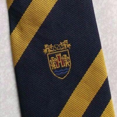 Avere Una Mente Inquisitrice Vintage Cravatta Da Uomo Cravatta Scudo Crested Club Associazione Società-mostra Il Titolo Originale