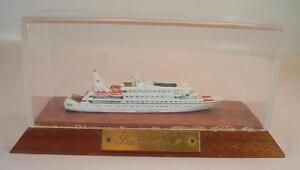 Albatros-1-1250-Kreuzfahrtschiff-Sea-Goddess-II-in-Vitrine-192