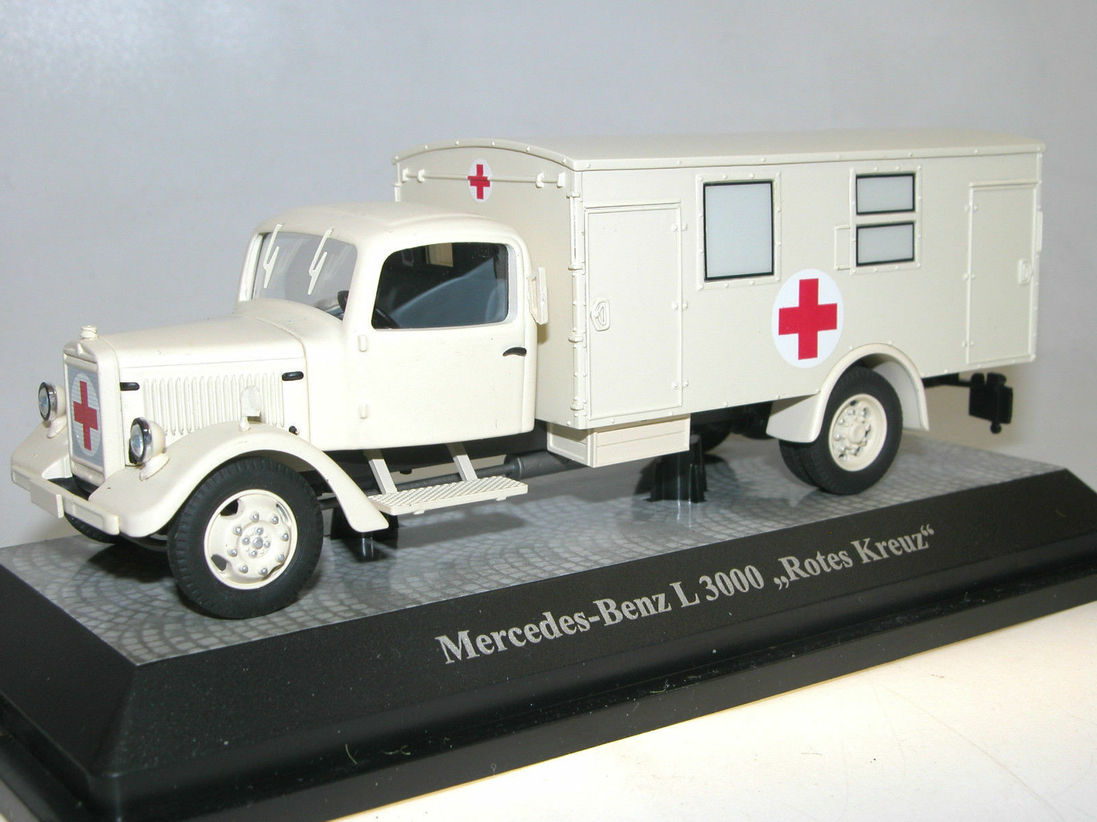 Premium ClassiXXs 1 43 Mercedes-Benz L 3000 Ambulanz, Rotes Kreuz ART-18326