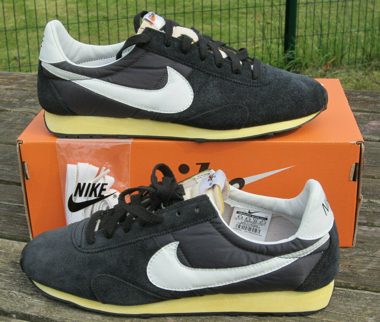 RARE - DEADSTOCK 2011 - VINTAGE QS NIKE PRE MONTREAL RACER WAFFLE - 9.5 US