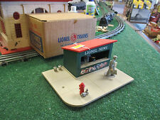 LIONEL POSTWAR 128 ANIMATED NEWS STAND 1957-60 WITH ORIGINAL BOX EXC ORIG COND