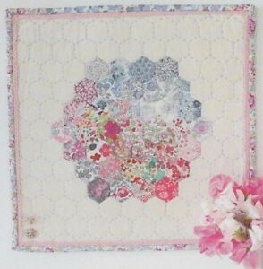 Hettie-Hexie-English-Paper-Pieced-mini-Quilt-PATTERN-Molly-and-Mama