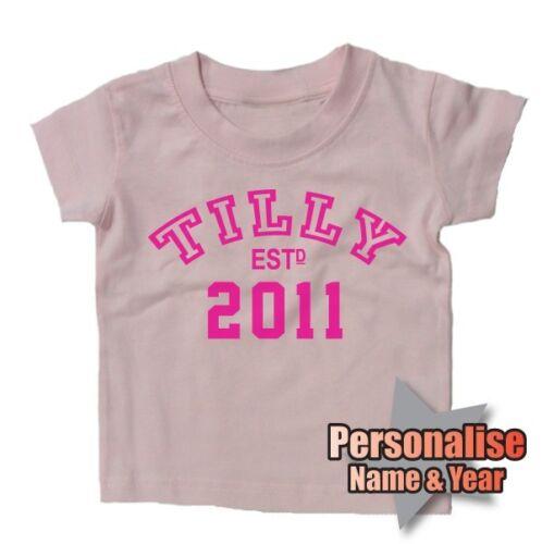 Nom personnalisé /& année bébé T-shirt Xmas Cadeau de Noël Pères Mères Jour BN