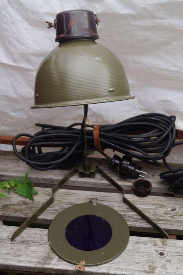 Anden arkitekt, militær, bordlampe