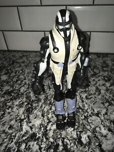 G-I-Joe-Sigma-6-figurine-Snake-Eyes-Arctic