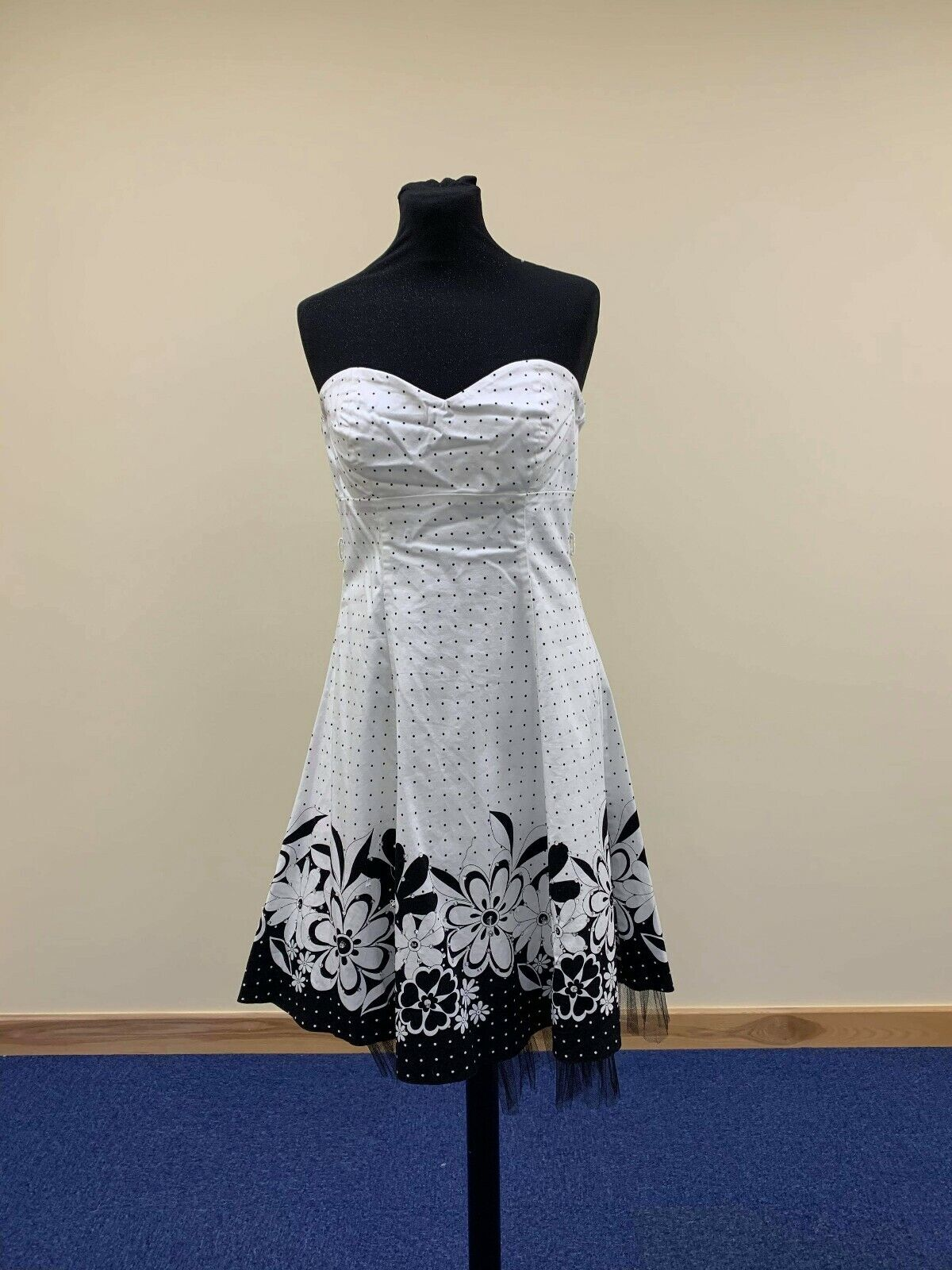 All Dolled Up day or summer dress. Size 14 black and ivory