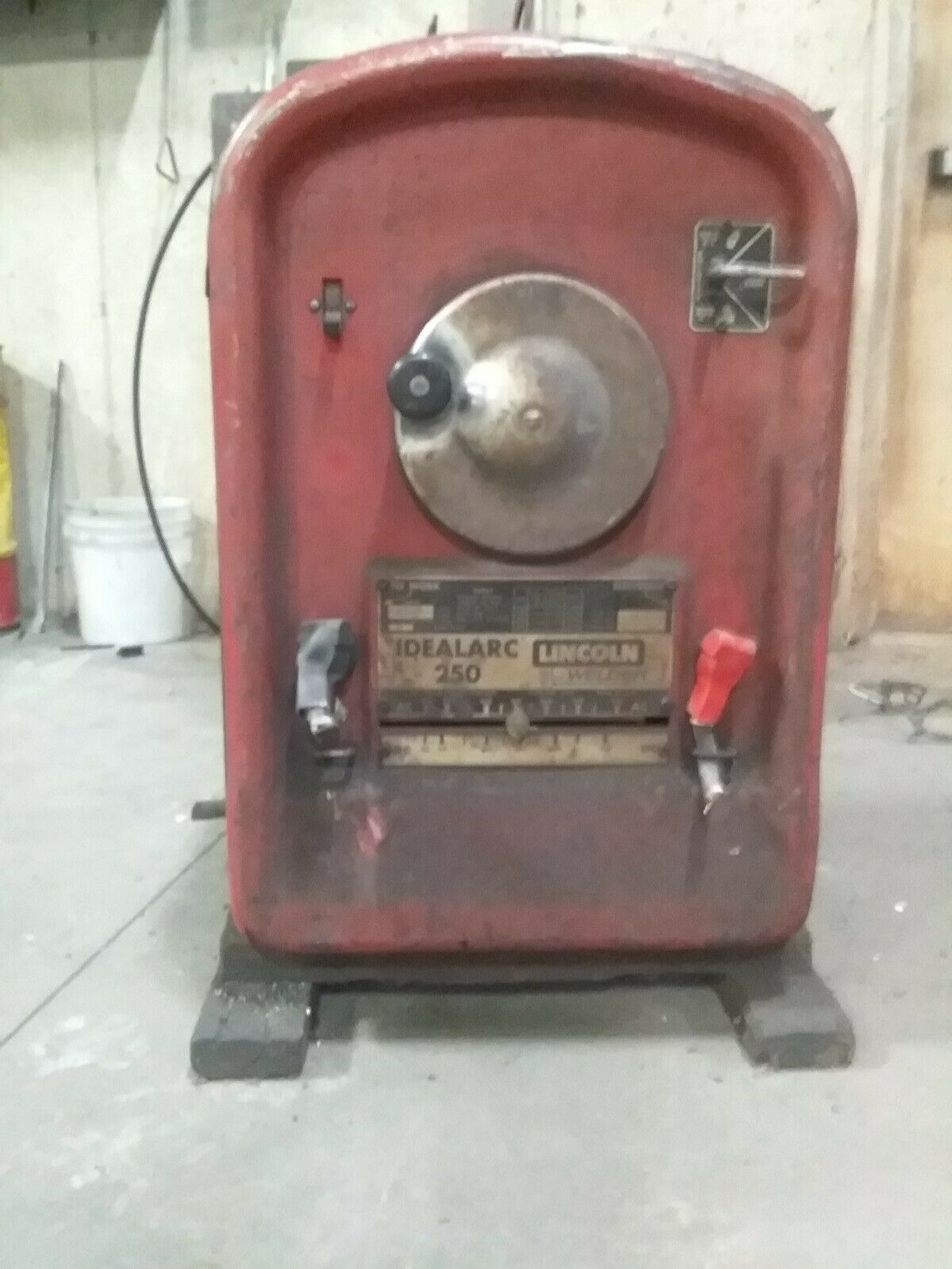 Idealarc 250 Lincoln Arc Welder. Available Now for 380.00