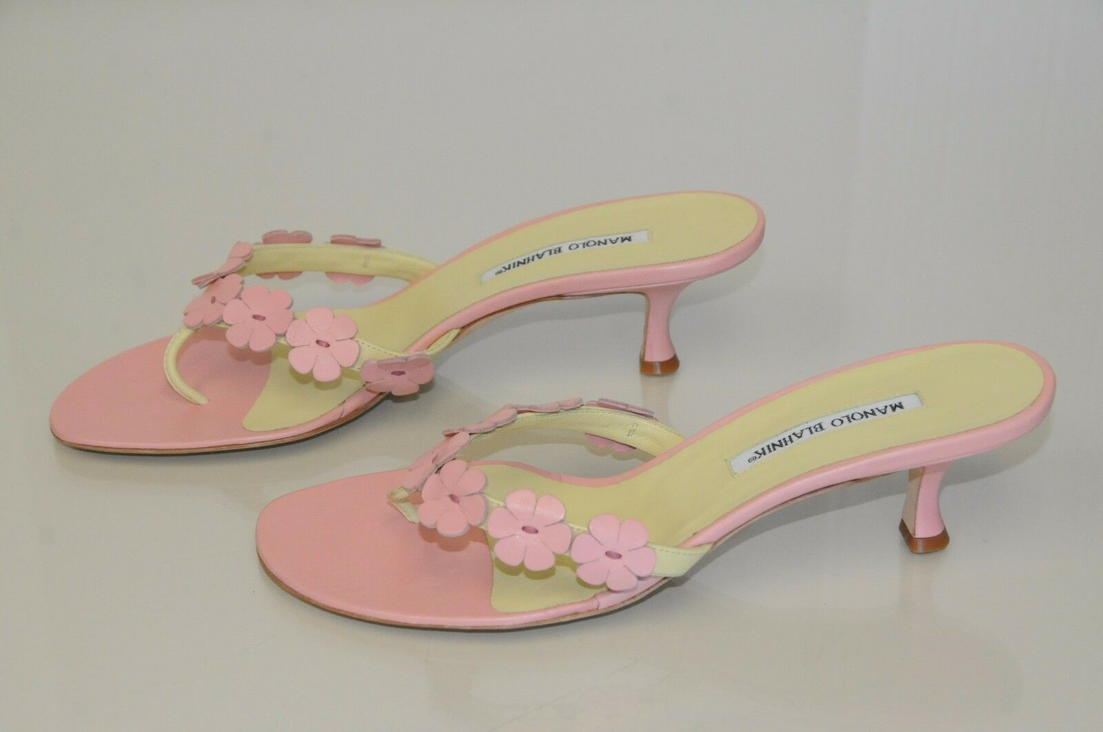 NEW MANOLO BLAHNIK Petta Thong Floral Pink Kitten Heel Sandals shoes 40.5