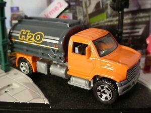 2015-CONSTRUCTION-ZONE-Design-UTILITY-TRUCK-2006-Orange-Gray-H2O-Loose-MATCHBOX