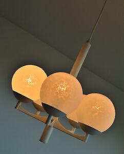 VINTAGE-LAMPE-MODERNISTE-DES-ANNEES-60-70-SPACE-AGE-DESIGN
