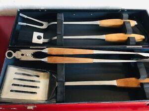 Williams-Sonoma-Wood-Handled-4-Piece-BBQ-Tool-Set-with-Storage-Case-GW749