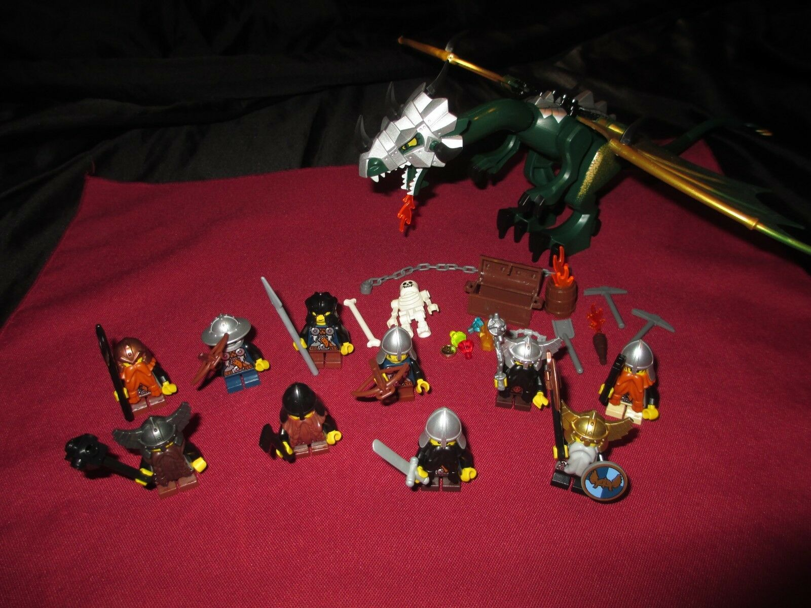 LEGO LEGO LEGO Castle Dragon  Minifigures LOT Knights, Dwarves ,Soldiers,Weapons,Armor . 6d01f4