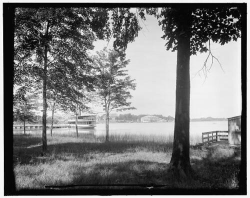 Reed/'s Lake,lakeside club,distance,piers,dock,East Grand Rapids,Michigan,MI,1905