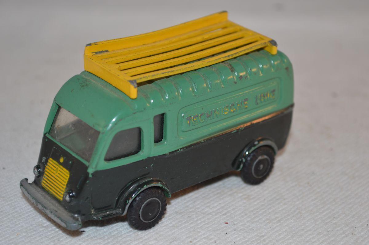 Lion Car Renault Technische unie green in original condition made in Holland