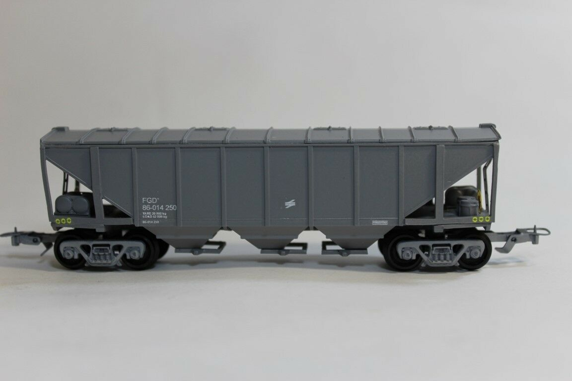 South African Model Train   Grain Wagon in Spoornet Livery
