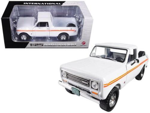 1979 International Scout Terra Pickup Truck White Orange Spear 1//25 Diecast Mo