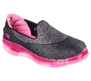best sneakers 046c4 72cda Details zu NEU SKECHERS Mädchen Sneakers Loafer Slipper Walking GO FLEX  Schwarz/Pink