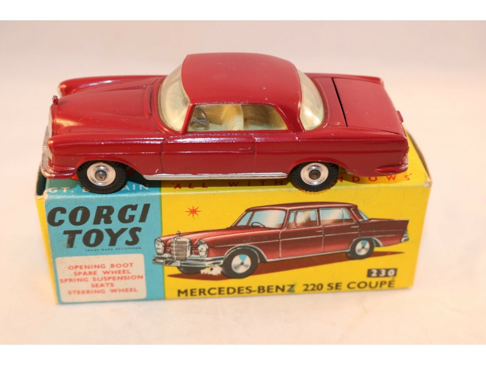 Corgi Toys 230 Mercedes Benz 220 SE coupe near mint in box with spare tyre