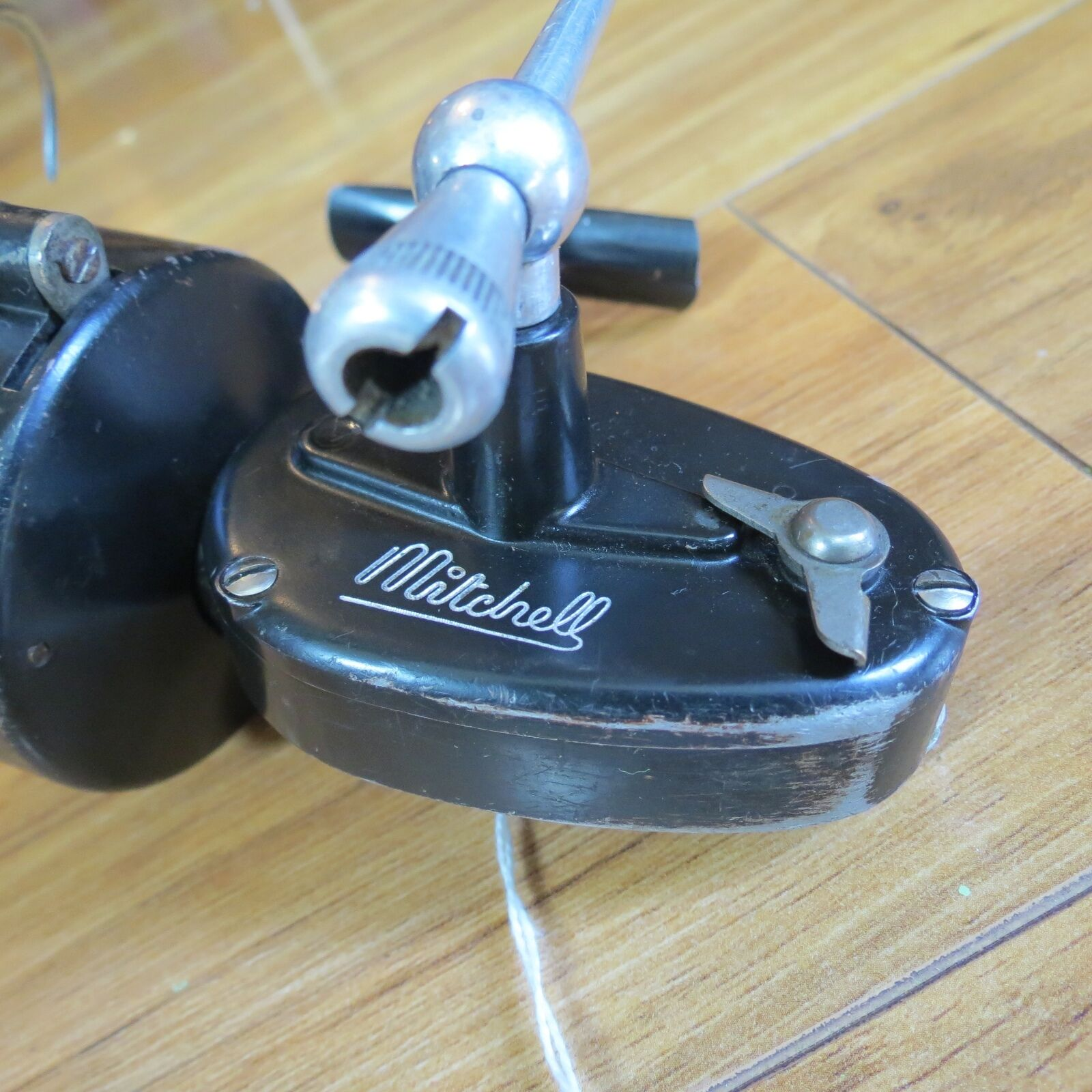 Mitchell 300 half bail bail bail early model made in France (lot 8213) e82520