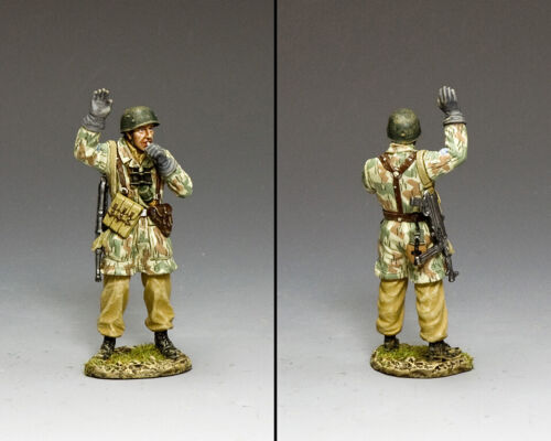 KING /& COUNTRY LUFTWAFFE LW068 FALLSCHIRMJAGER GIVING THE SIGNAL MIB