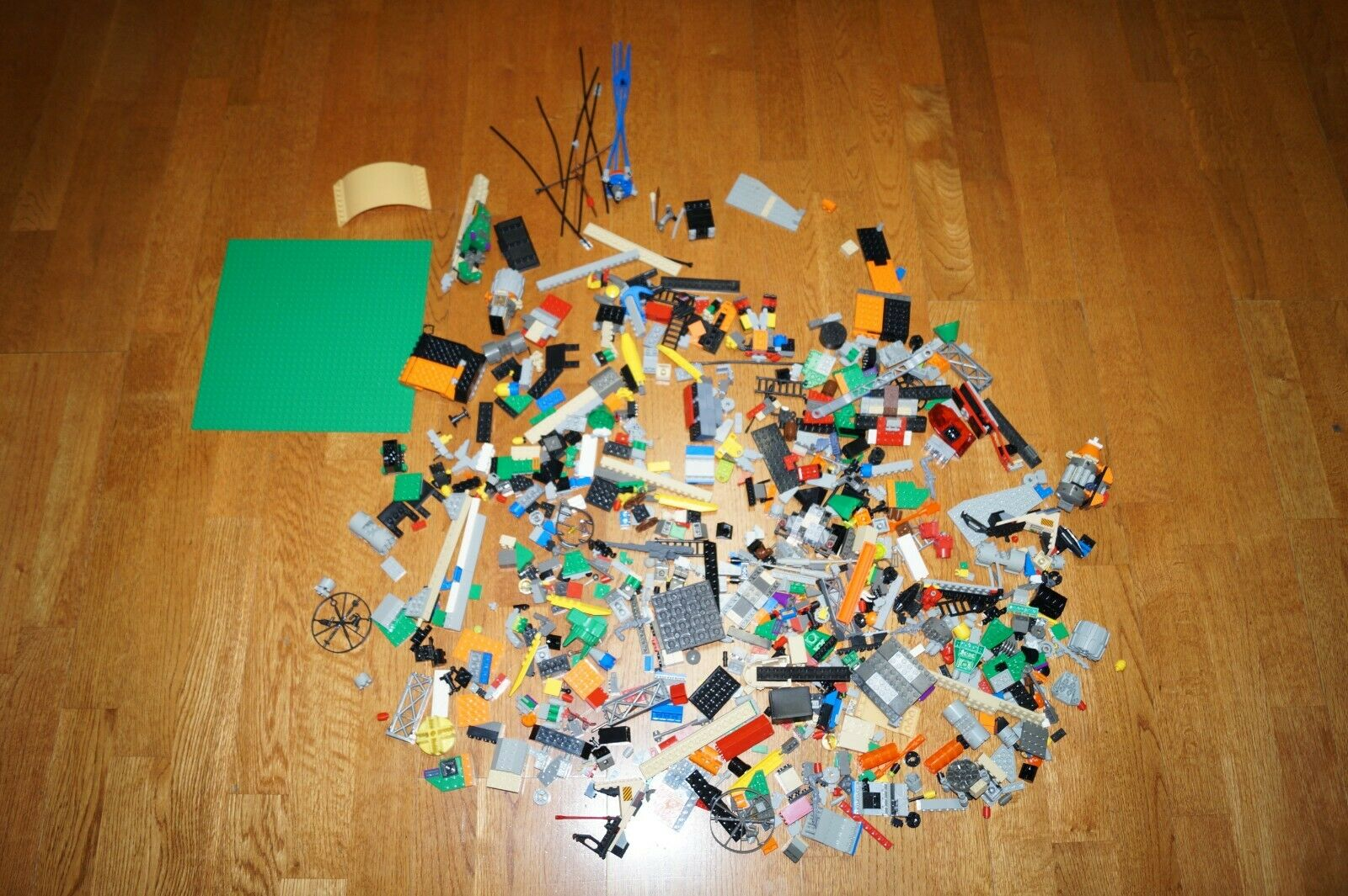 Legos  5  lb lbs of Mixed Pieces Lot Bulk Parts Legos or Legos Like  marchio in liquidazione