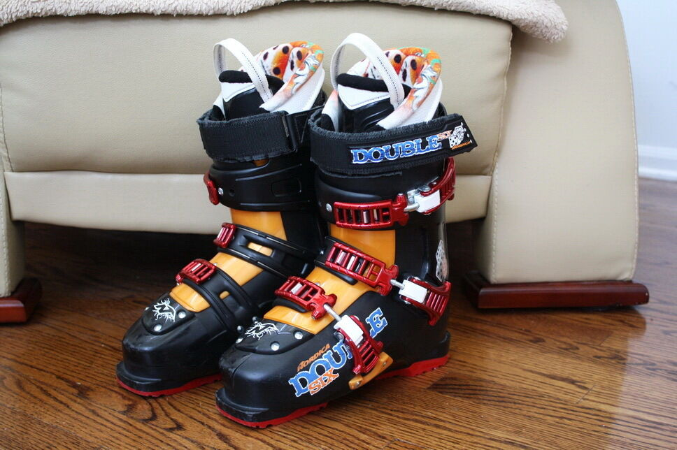 NORDICA DOUBLE SIX SKI BOOTS SIZE 25.5 MEN SIZE 7.5 WOMEN SIZE 8.5  599