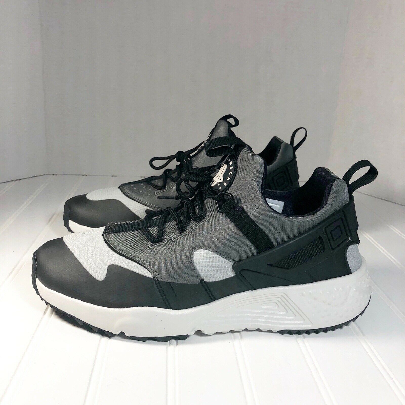 Nike Air Huarache Utility Men's shoes Size 8.5 Base Grey Cold Weather 806807-003