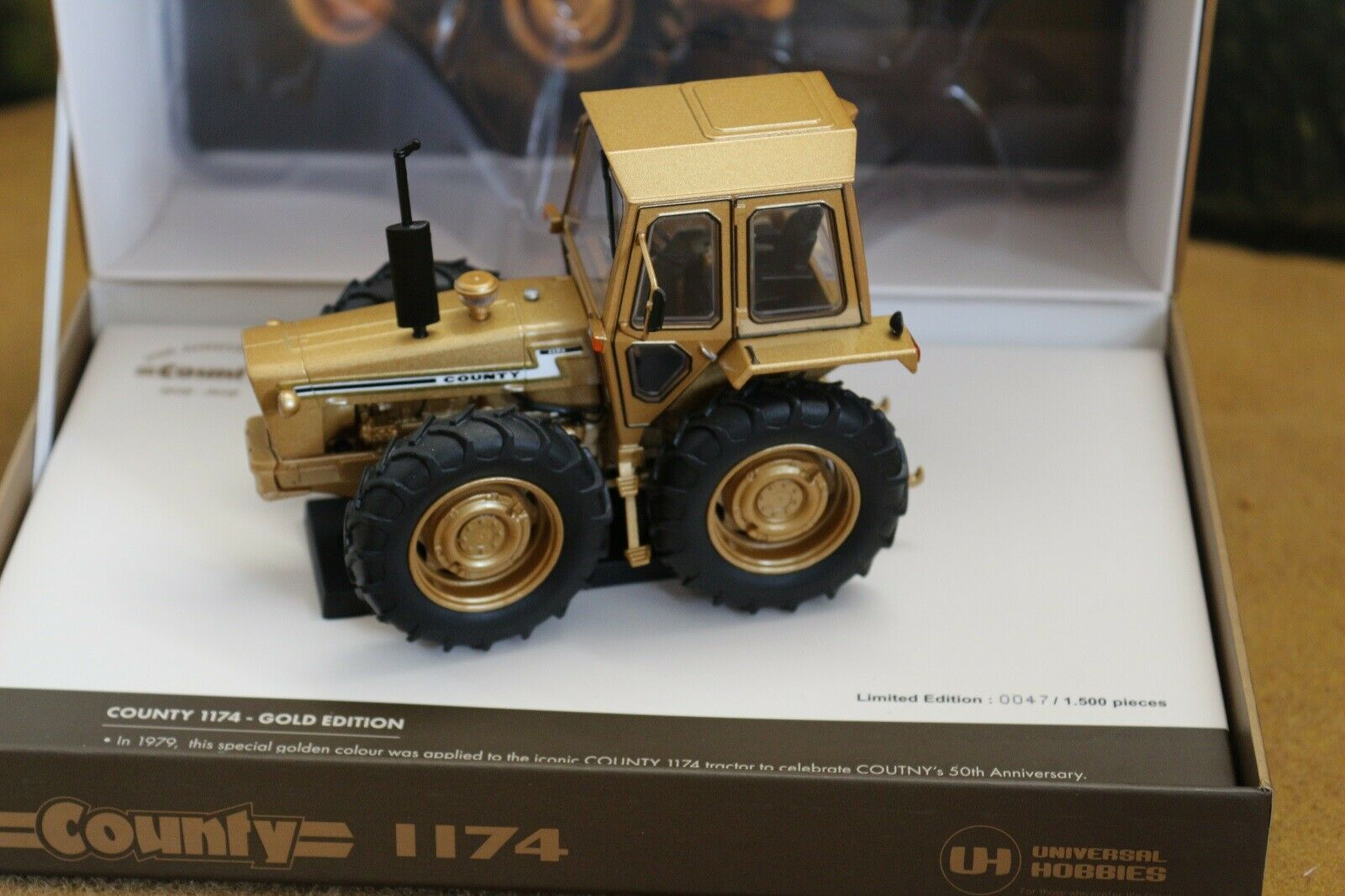 UH6211 1 32 Ford County 1174 Gold 50th Anniversary Ltd Edt