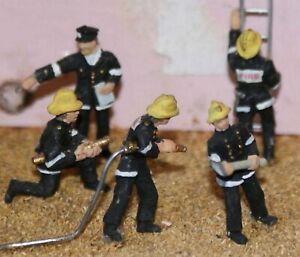 Painted-5-x-Firemen-in-action-poses-OO-HO-gauge-figures-Langley-F134p