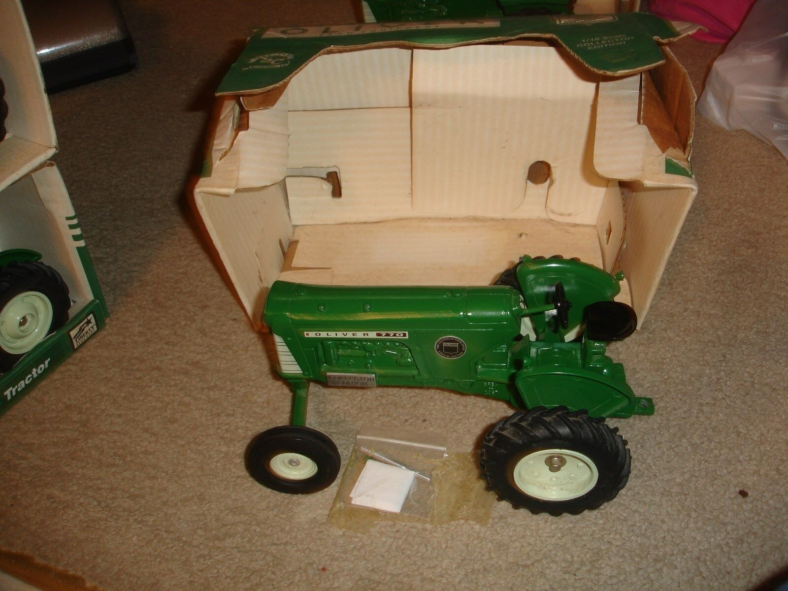 1 16 Oliver 770 wide front   toy tractor