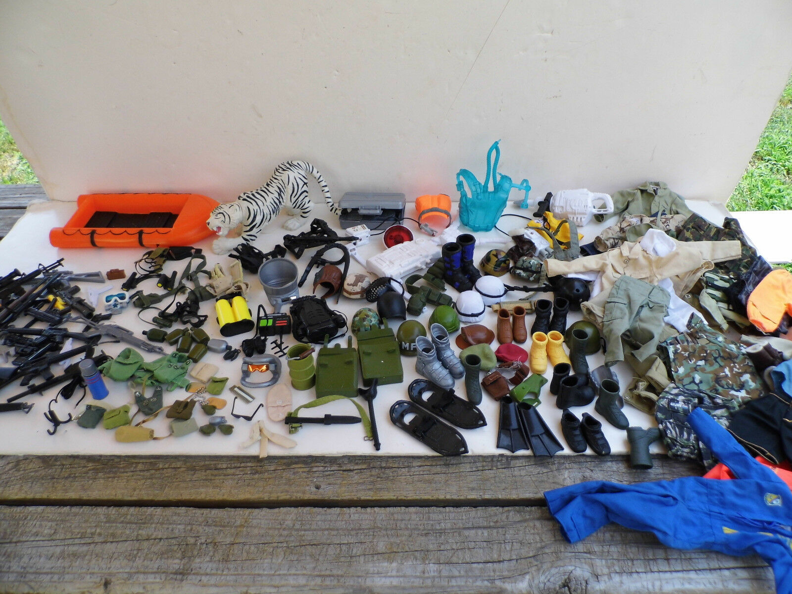 Vintage 1990s Weapons Accessories Lot for Action Action Action Man GI Joe Mac Hasbro Mixed Lot 03ef4e