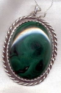Large-Malachite-Cabochon-set-in-Sterling-Silver-plus-925-Silver-Box-Chain