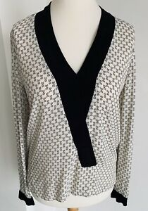 Zara-Woman-White-Black-Geometric-Print-Blouse-Elegant-V-Neck-Contrast-Top-Size-S