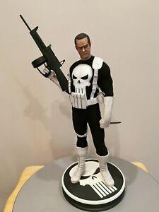 Sideshow-1-4-Punisher-Classic-Costume-Premium-Format-Exclusive-Figure-275-350