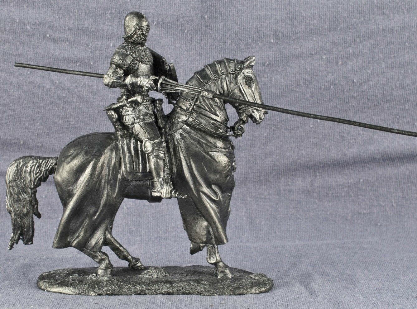 Zinnfigur. Equestrian knight Miniature figurine of a RIDER. 6011Az. 1 32, 54mm.