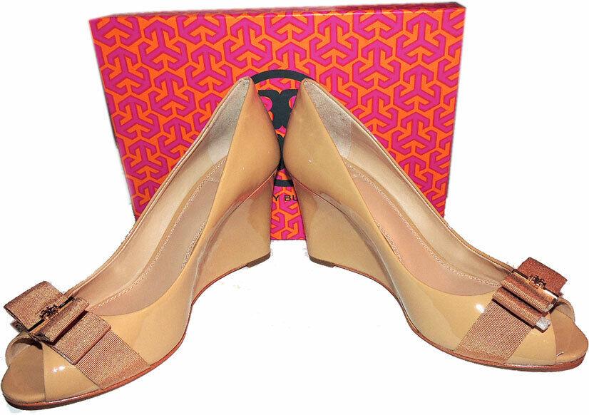 disegni esclusivi Tory Burch TRUDY Beige Beige Beige Patent Leather Wedge Pumps Bow scarpe oro Logo 10.5  Sconto del 70%