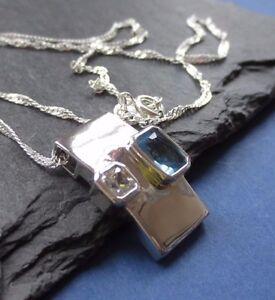 Anhaenger-925er-Silber-mit-je-einem-blauen-weissen-Stein-super-edel