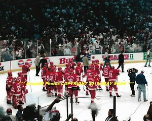 buy popular 66ad4 371ad Details about STEVE YZERMAN & 1995 RED WINGS Watch NJ Devils CELEBRATE  STANLEY CUP 8x10 Photo