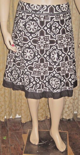 Harold's Size 16 Beautiful Black and White Fully Lined Side Zip Flared Skirt