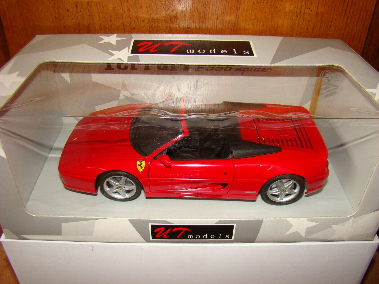 FERRARI 355 SPIDER UT MODELS   ROUGE   ECHELLE 1 18 EME  SOLD OUT SUPERBE  RARE