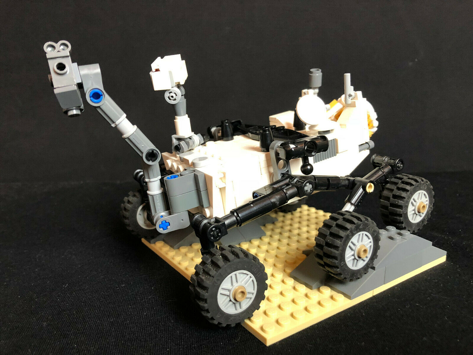 Lego 21104 CUUSOO Ideas Mars Science Laboratory Curiosity Rover complete