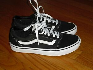 Vans Off The Wall Old Skool Size 5.5Y in Black with White Stripe Skateboard