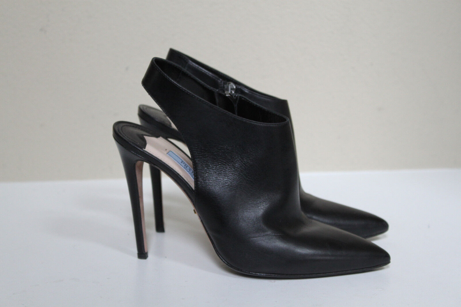 Prada sz 8.5   38.5 Black Leather Pointed Toe Classic Bootie Heel shoes